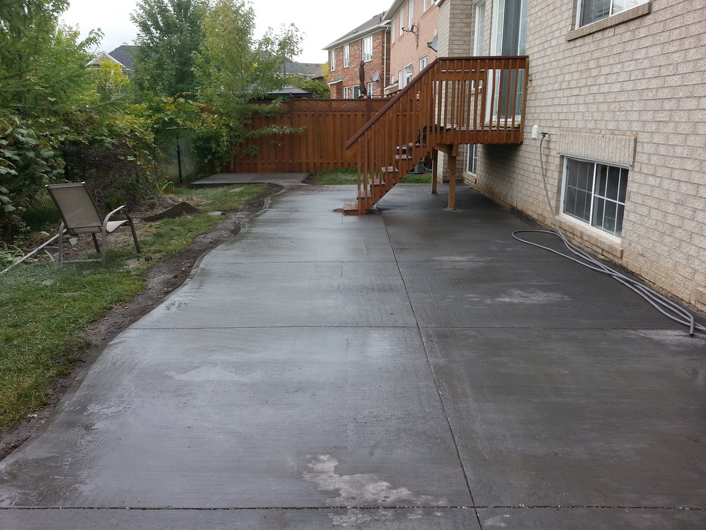 New concrete backyard walkway